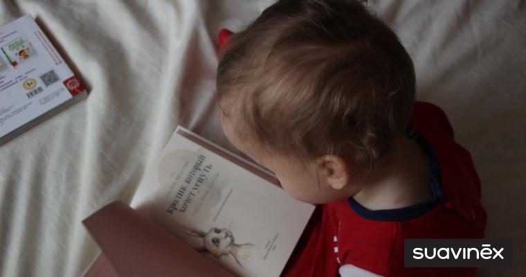 enfant lit une histoire raconter un conte le soir conseils blog Suavinex
