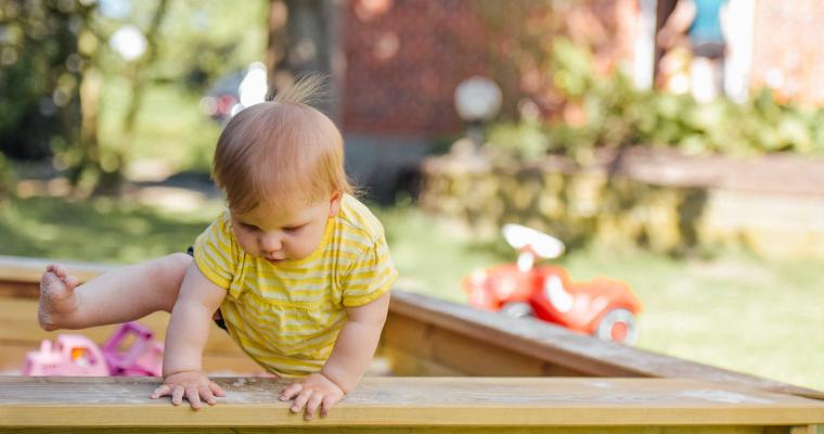 bebe marche quatre pattes conseils accidents blog maman suavinex