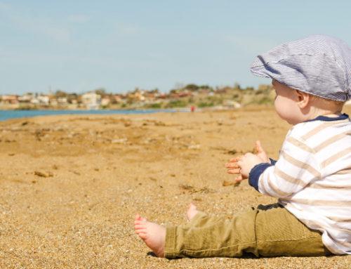 5 conseils pour profiter de la piscine ou de la plage avec bébé