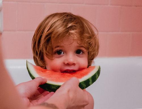 Quand bébé peut-il commencer à manger des fruits?
